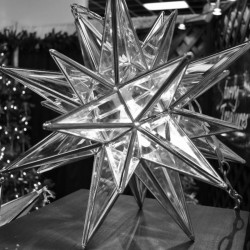 Small Clear Beveled Glass Lighted Star w/26 points